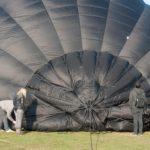 Ballon parachute aan het dichtplakken